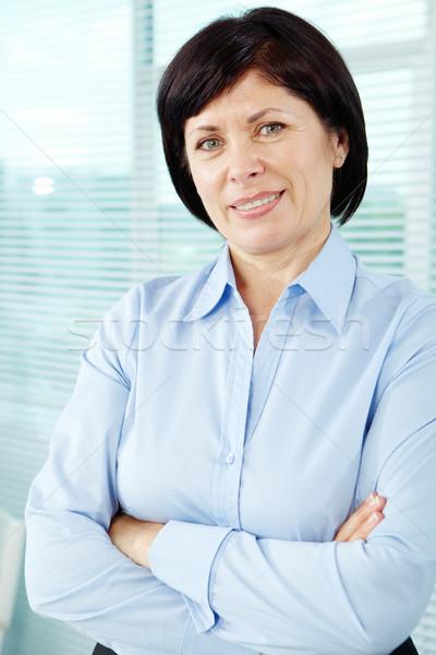 Szczęśliwy pracodawca dojrzały kobieta interesu patrząc kamery Zdjęcia stock © pressmaster
