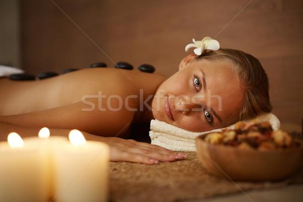 Entspannenden Verfahren Porträt jungen weiblichen schauen Stock foto © pressmaster
