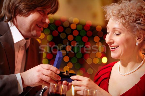 Kellemes meglepetés kép gyönyörű nő néz kicsi Stock fotó © pressmaster