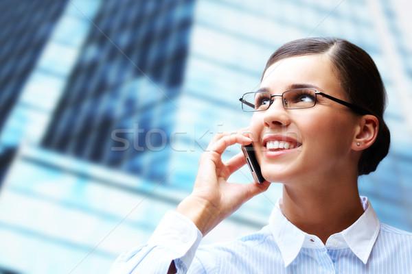 призыв брюнетка фото Smart деловая женщина мобильных Сток-фото © pressmaster