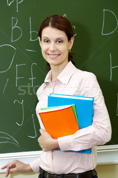 Vrouwelijke leraar portret smart boeken Blackboard Stockfoto © pressmaster