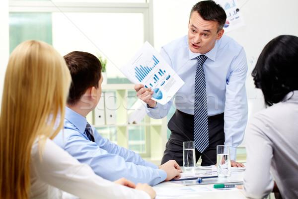 Woedend zakenman business werknemer tonen charts Stockfoto © pressmaster