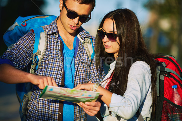 Consulting guider jeunes fille homme couple Photo stock © pressmaster
