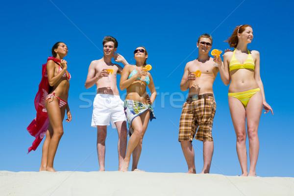 Hétvége portré öt ember áll tart koktélok Stock fotó © pressmaster