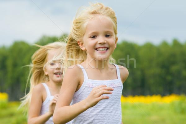 Zdjęcia stock: Uruchomiony · portret · cute · dziewczyna · uśmiechnięty · kamery