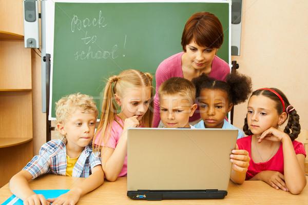 チームワーク 肖像 いくつかの 子供 教師 見える ストックフォト © pressmaster