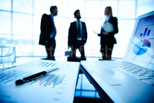 Сток-фото: бизнеса · ноутбука · финансовых · документа · пер · месте