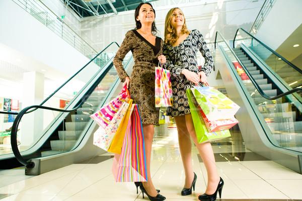 Gelukkig meisjes portret twee permanente mall Stockfoto © pressmaster