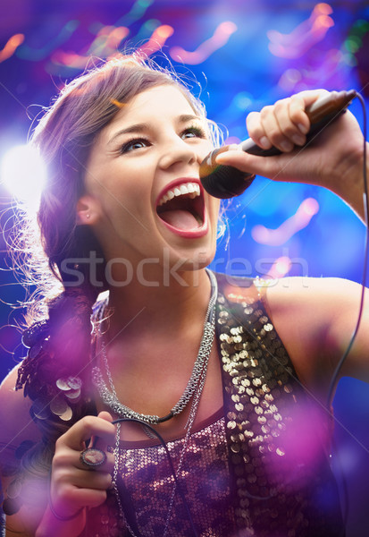 Belle chanteur portrait fille chanter Photo stock © pressmaster