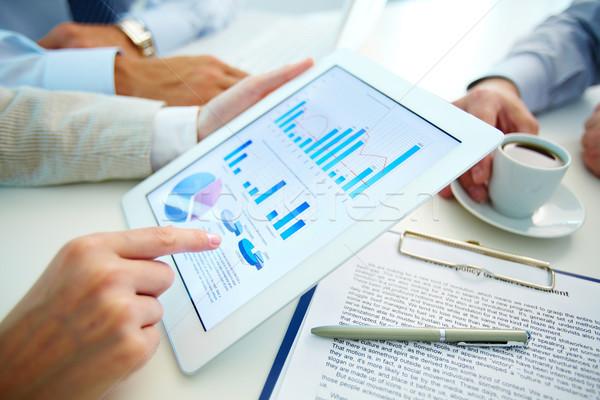 Mercado análise pessoas de negócios mãos discussão situação Foto stock © pressmaster