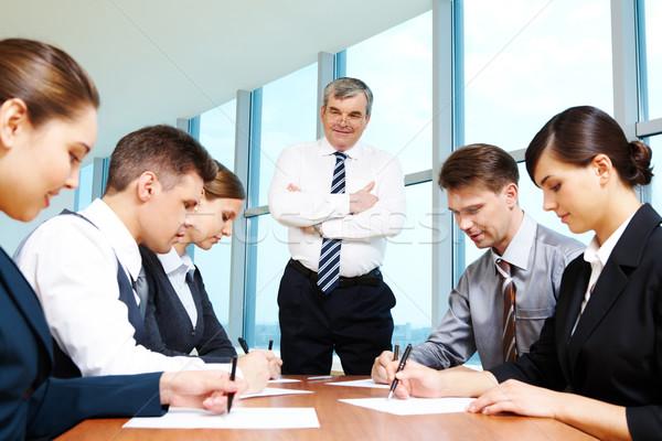 Foto stock: Individual · trabajo · jefe · mirando · escrito