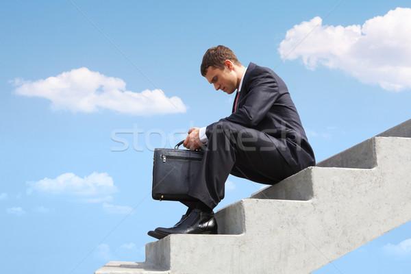 Stock fotó: Töprengő · üzletember · kép · ül · lépcsősor · kék · ég