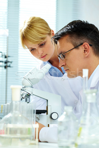 Olhando microscópio dois mulher médico Foto stock © pressmaster