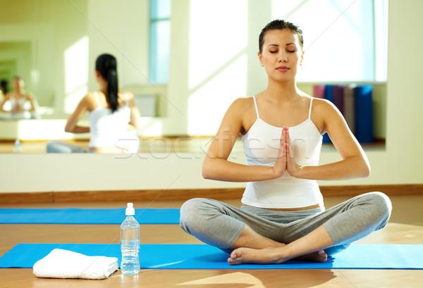 Medytacji portret spokojny dziewczyna jogi wykonywania Zdjęcia stock © pressmaster
