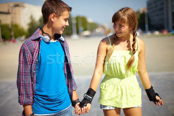 Strony szczęśliwy nastolatków czasu wraz lata Zdjęcia stock © pressmaster