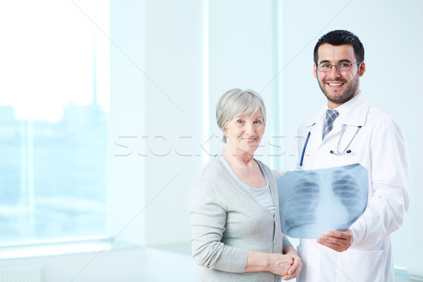 Bom resultados senior paciente radiologista raio x Foto stock © pressmaster