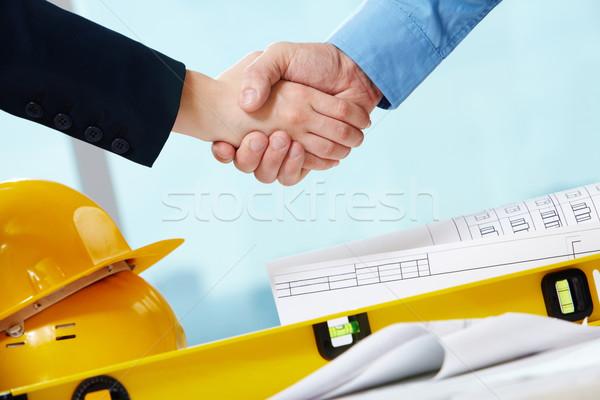 Foto stock: Aperto · de · mão · pessoas · de · negócios · capacetes · documentos · trabalhador