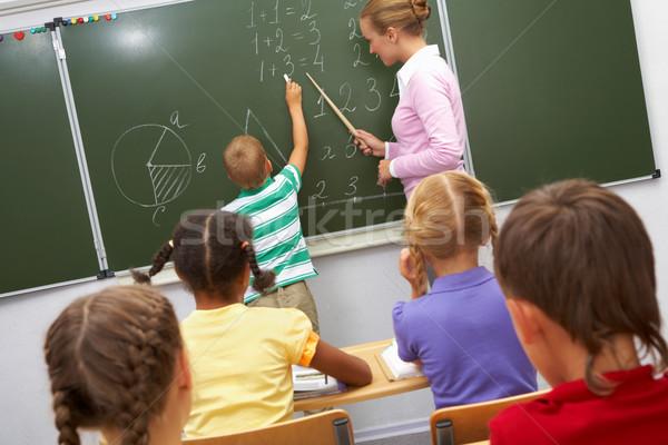Tahta fotoğraf temel öğrenci bakıyor öğretmen Stok fotoğraf © pressmaster