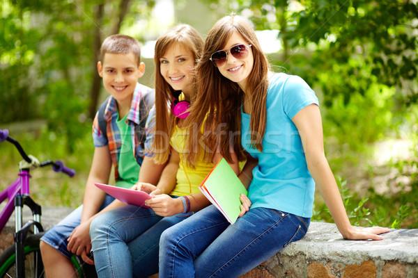 üç arkadaşlar serbest zaman okul kız Stok fotoğraf © pressmaster