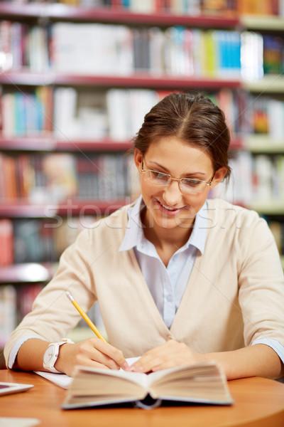 Dolgozik könyvtár portré okos diák főiskola Stock fotó © pressmaster
