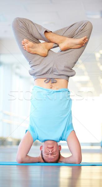 баланса йога Постоянный скрещенными ногами Сток-фото © pressmaster