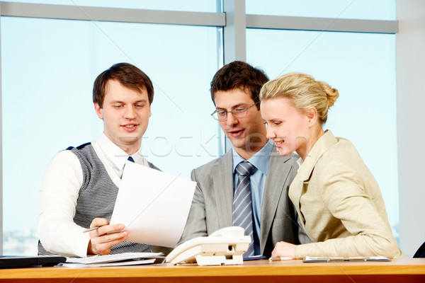 Stockfoto: Teamwerk · foto · drie · collega's · bespreken · business