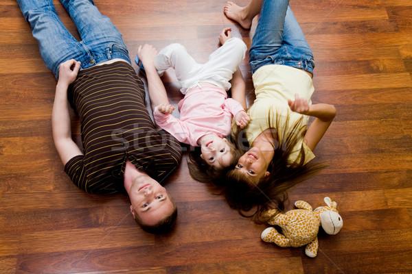 Foto d'archivio: Insieme · riposo · famiglia · piano · guardando