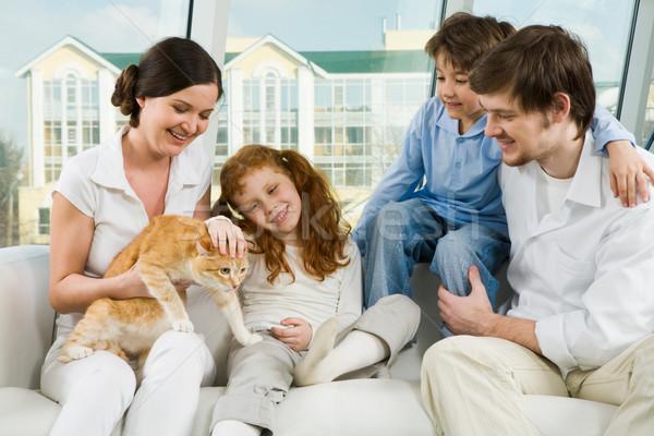 Casa foto bonitinho menina animal de estimação mãe Foto stock © pressmaster