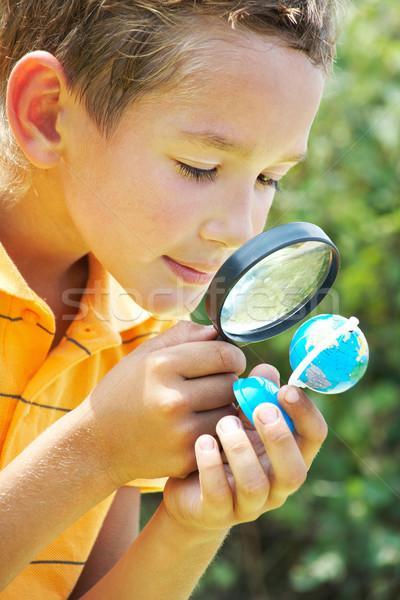 Meraklı delikanlı portre sevimli öğrenci bakıyor Stok fotoğraf © pressmaster