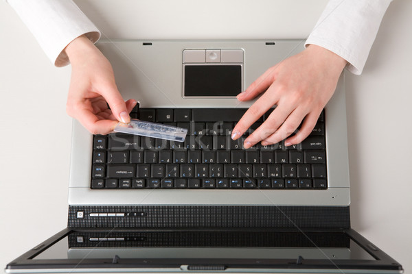 買い インターネット 表示 手 ストックフォト © pressmaster