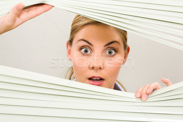 Sorprendido femenino retrato mujer mirando cámara Foto stock © pressmaster