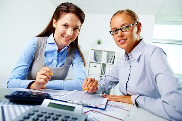 Feliz retrato jovem empresárias olhando Foto stock © pressmaster