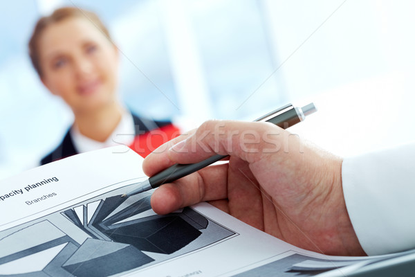Capacité planification Homme main papier Photo stock © pressmaster