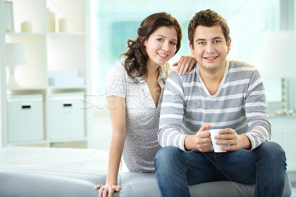 Boldog fiatalok mosolyog férfi nő ül Stock fotó © pressmaster