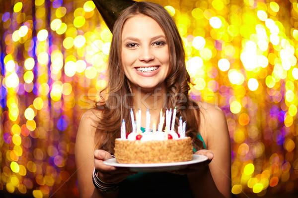 örömteli születésnap portré lány tart születésnapi torta Stock fotó © pressmaster