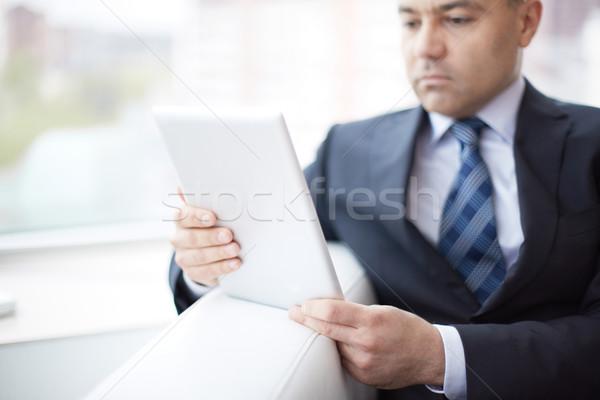 Pracy touchpad młodych poważny biznesmen działalności Zdjęcia stock © pressmaster