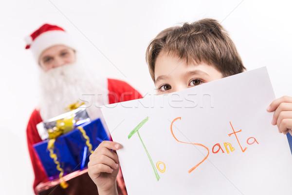 Ciekawy spojrzeć Fotografia chłopca na zewnątrz list Zdjęcia stock © pressmaster