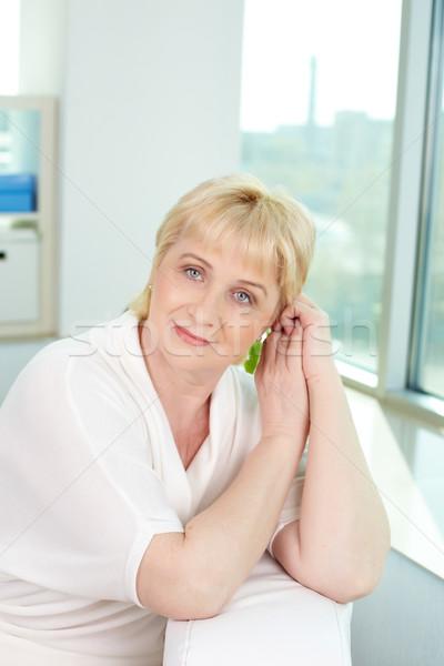 Foto stock: Sonriendo · mujer · mirando