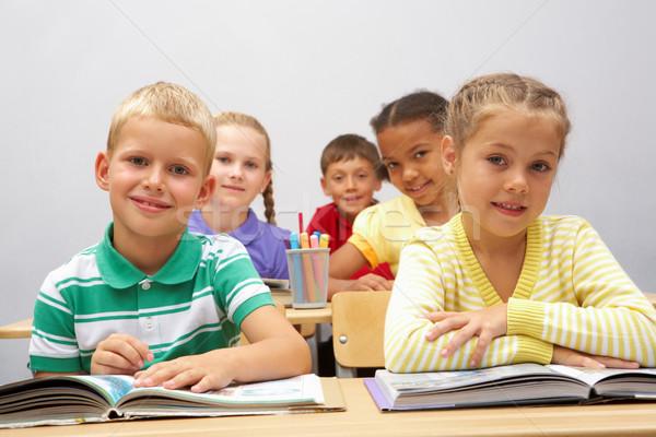 Szorgalmas iskolás portré okos ül osztályterem Stock fotó © pressmaster