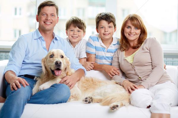 Zdjęcia stock: Wesoły · rodziny · domowych · posiedzenia · sofa · domu