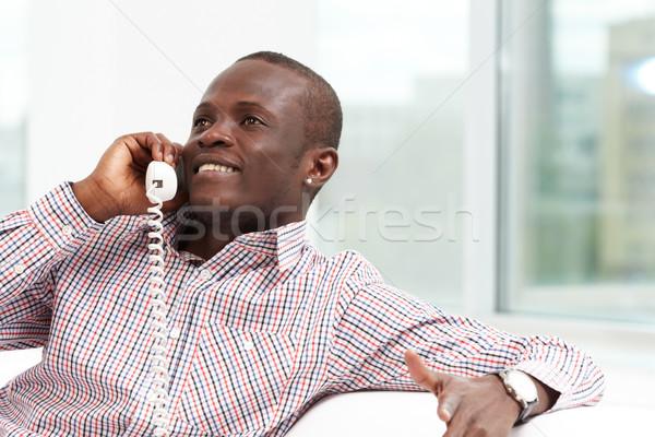Telefone falar imagem amigável empresário falante Foto stock © pressmaster