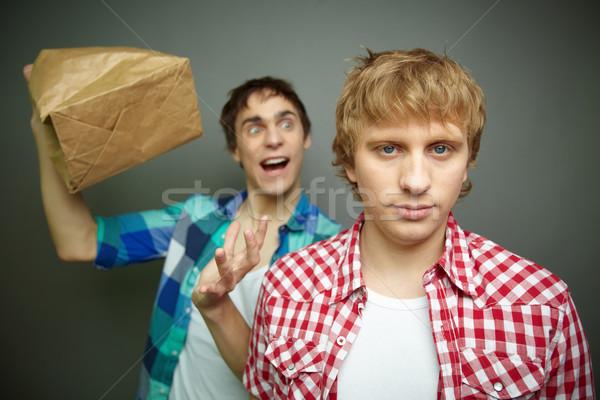 ストックフォト: 紙袋 · 爆発 · 見える · 男 · 後ろ · 友達