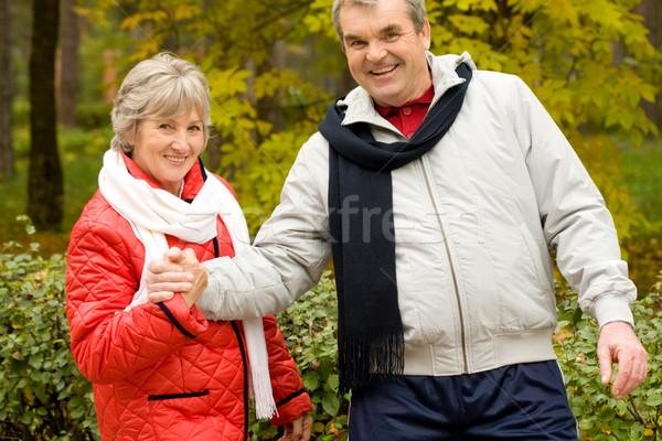 Jesienny parku Fotografia dwa ludzi Zdjęcia stock © pressmaster