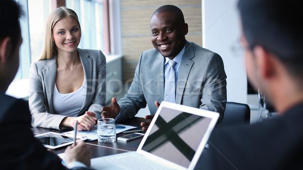 Müzakere görüntü iş adamları dinleme konuşma iş arkadaşı Stok fotoğraf © pressmaster