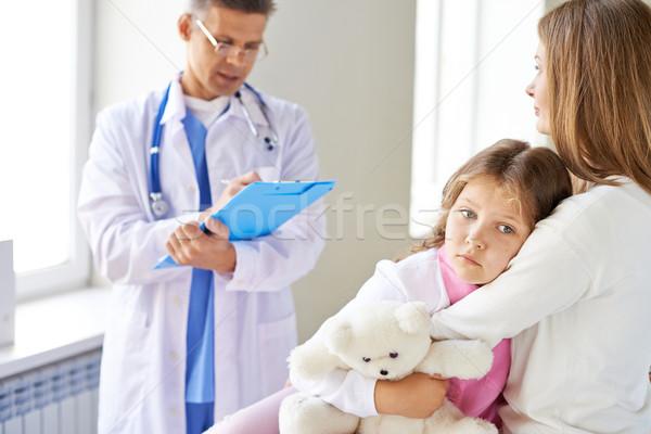 Zdjęcia stock: Smutne · dziewczyna · matka · lekarza · człowiek · pracy