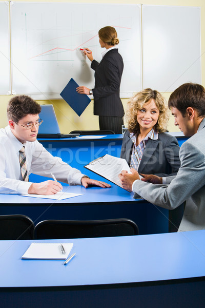 Pessoas do grupo sessão azul tabela discutir negócio Foto stock © pressmaster