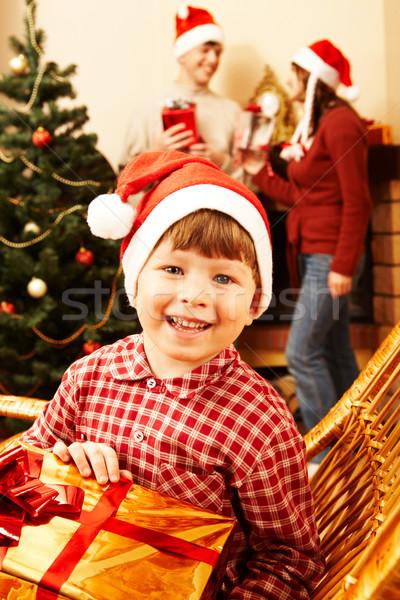 Familia vacaciones feliz chico regalo manos Foto stock © pressmaster