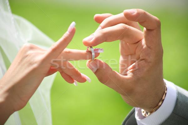 Değiştirme alyans damat el düğün Stok fotoğraf © pressmaster