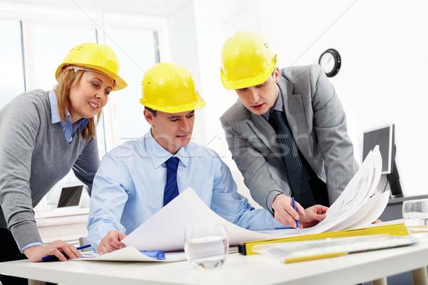 три сидят таблице глядя проект бизнеса Сток-фото © pressmaster
