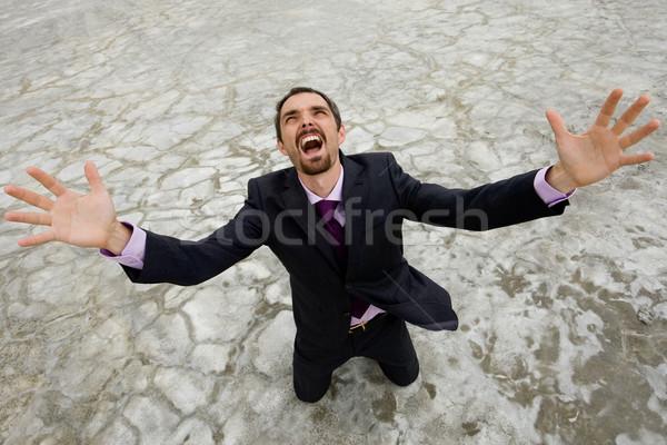 Płacz Fotografia biznesmen stałego wyschnięcia ziemi Zdjęcia stock © pressmaster